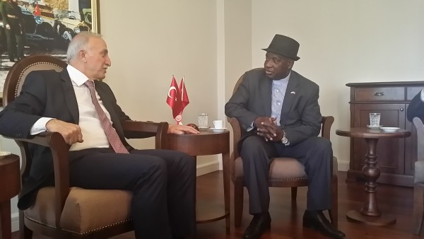 The-Governor-and-the-Ambassador-discussing-post-Ebola-plans-for-Salone.