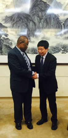 Professor-Monty-Jones-and-the-Chinese-Vice-Minister-of-Agriculture.-
