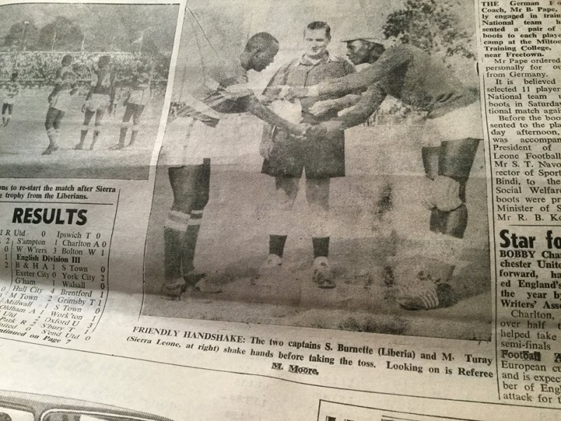 MAHMOUD TURAY AS CAPTAIN OF THE SIERRA LEONE NATIONAL TEAM SHAKES HANDS WITH THE LATE CAPTAIN OF THE LIBERIAN TEAM, SAM BURNETTE. CREDIT : KABS KANU OF COCORIOKO ( THROUGH THE SIERRA LEONE DAILY MAIL ).