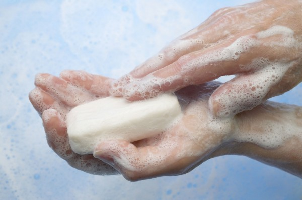 A1RTWB washing hands with soap